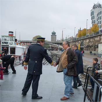 Karel Schwarzenberg na palubě parníku Vyšehrad