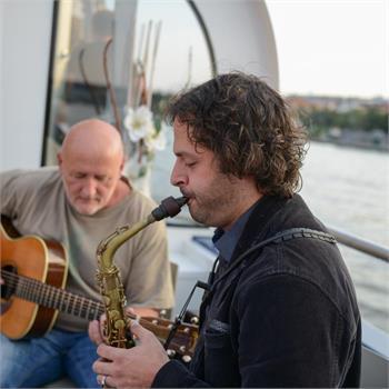 Slavnostní plavba s živou hudbou