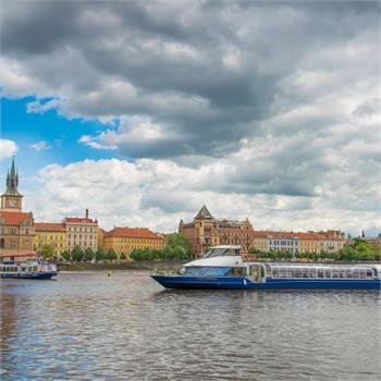 Grand Bohemia proplouvá centrem Prahy