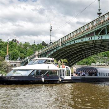 Bohemia Rhapsody u Čechova mostu