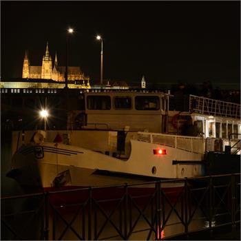 Loď Cecílie a Pražský hrad