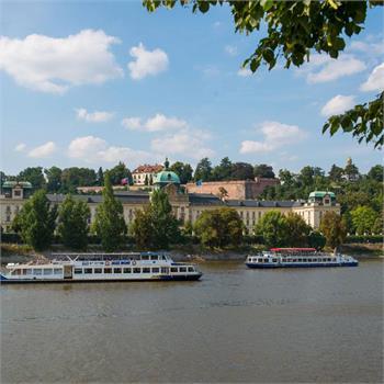 Loď Danubio u Strakovy akademie