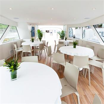 Interiér lodi Grand Bohemia
