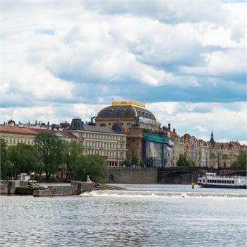 Loď Labe u Národního divadla