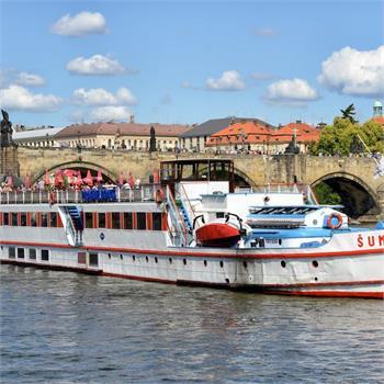Loď Šumava  u Karlova mostu