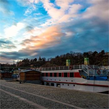 Loď Šumava v přístavišti u Čechova mostu