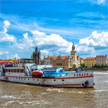 Loď Šumava na plavbě Prahou