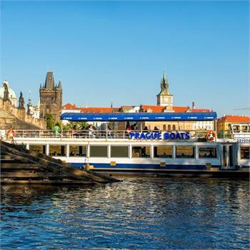 Loď Valencia na plavbě Prahou