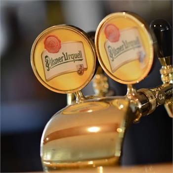 Točené pivo na lodi Valencie