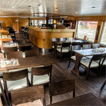 Interiér lodi Valencie