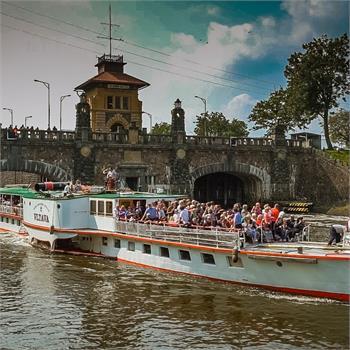 Parník Vltava při plavbě na Mělník