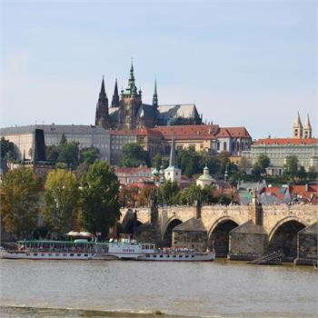 Parník Vltava a výhled na Pražský hrad