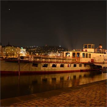 Parník Vltava - noční foto
