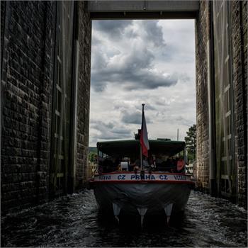 Parník Vltava v plavební komoře