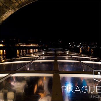 Proplutí pod Karlovým mostem