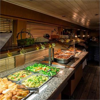 Večeře na lodi