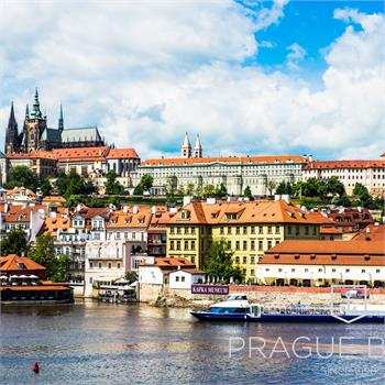 Loď Grand Bohemia a panorama Prahy
