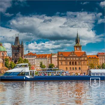 Loď Grand Bohemia u Karlových lázní