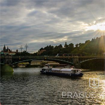 Loď Grand Bohemia u Čechova mostu