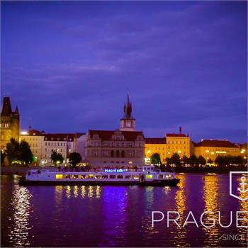 Večerní plavba historickým centrem Prahy