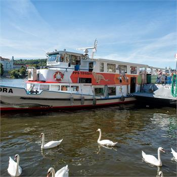Loď Odra v přístavišti na Náplavce