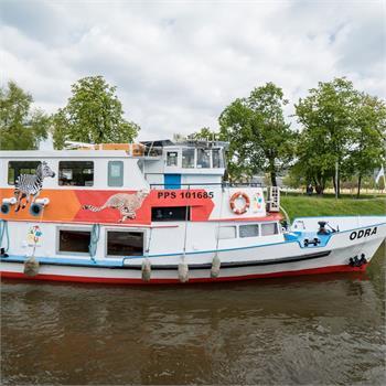 Loď Odra na plavbě do ZOO