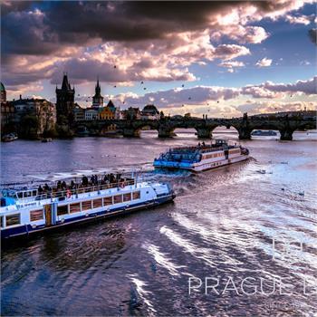 Loď Lužnice v centru Prahy