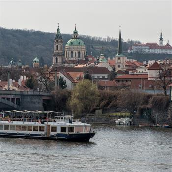 Loď Lužnice- plavba Prahou