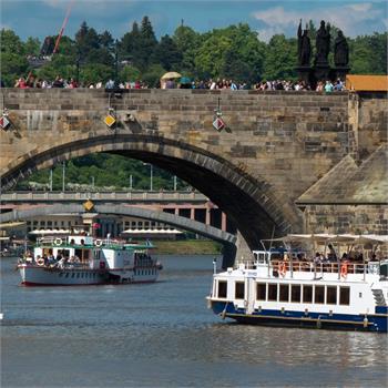 Loď Lužnice a parník Vltava