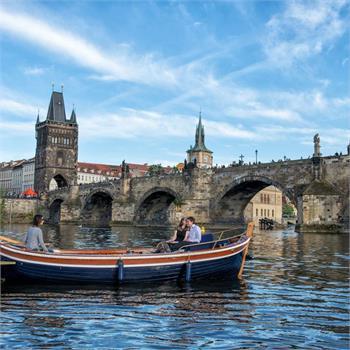 Romantické chvíle pod Karlovým mostem