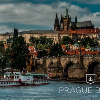 Parník Vltava s panoramatem Prahy