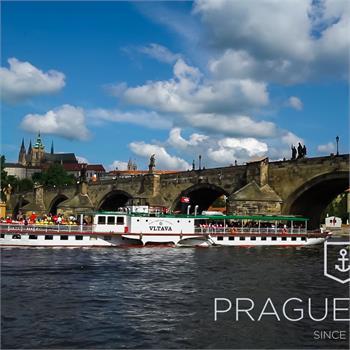 Parník Vltava u Karlova mostu