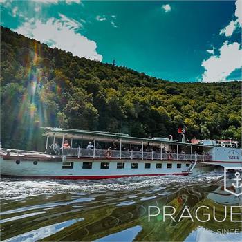 Parník Vltava na vyhlídkové plavbě