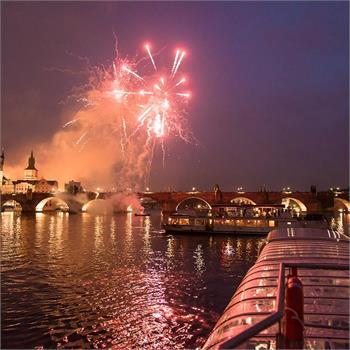Silvestr v Praze na lodi