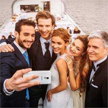 Povedená selfie ze svatby na lodi