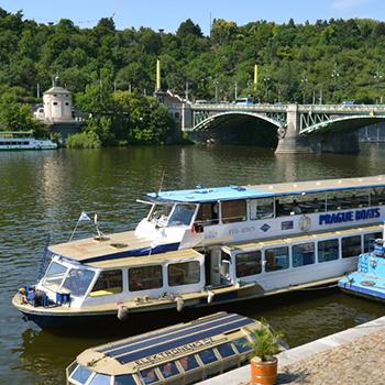 Nový rozpis hodinových plaveb z Rašínova nábřeží