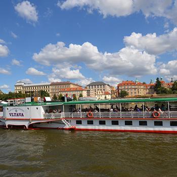 Víkendové plavby ve znamení historických parníků
